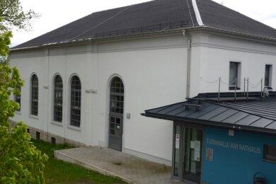 Die Falkensteiner Rathausturnhalle befindet sich in einem Gebäude aus dem Jahre 1880. Dank Sanierung und eines Anbaus ist sie seit der Wiedereröffnung 2015 in einem Topzustand und bekam die Note 1.