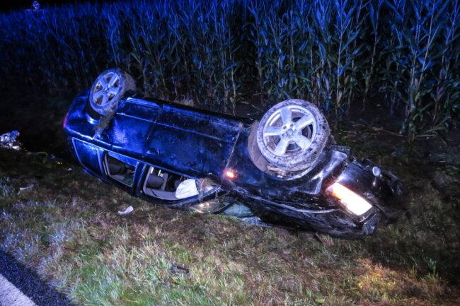 Bei einem Unfall auf der S 283 bei Lößnitz sind in der Nacht zu Sonntag zwei Personen schwer verletzt worden.