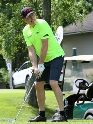 Bestes Golf-Wetter hat am Samstag neben der Freude an dem Sport vor allem eins gebracht: Geld für eine gute Sache.