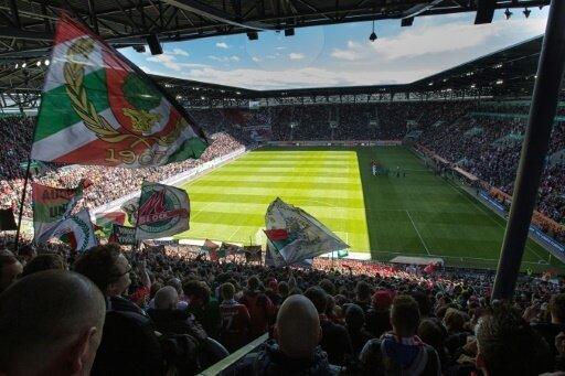 FCA benennt Stehplatztribüne nach Ikone Ulrich Biesinger