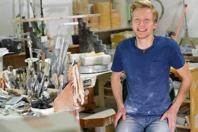 Franco Mitzlaff aus Freiberg ist Deutschlands bester Lehrling zum Industriekeramiker. Auch die Freiberger Porzellan GmbH als sein Ausbildungsbetrieb ist geehrt worden.