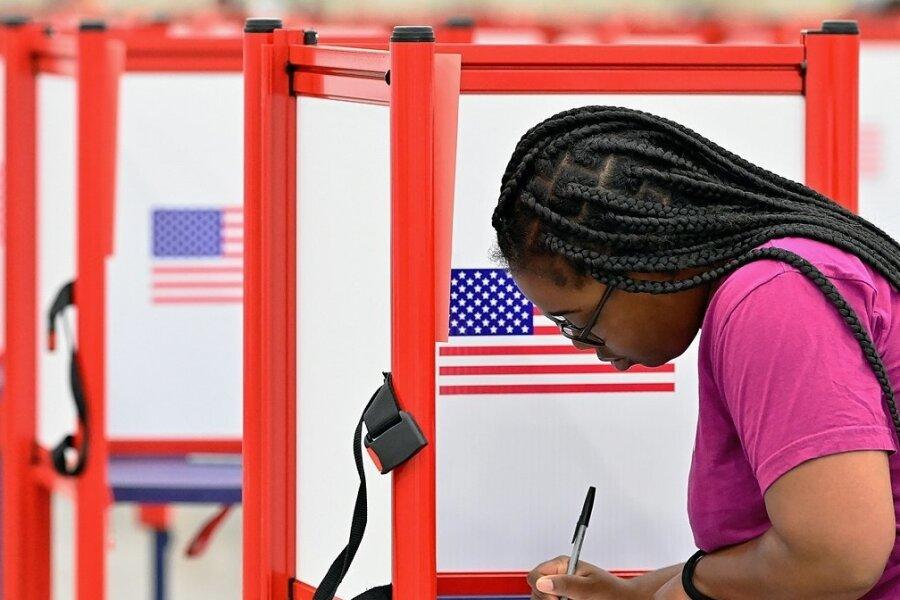 Nach der Stimmabgabe dauert es in den USA sehr lange, bis alle Stimmen ausgezählt sind.