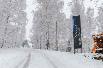 Wintereinbruch am Sonntagmorgen in Freiberg, hier an der Reichen Zeche.