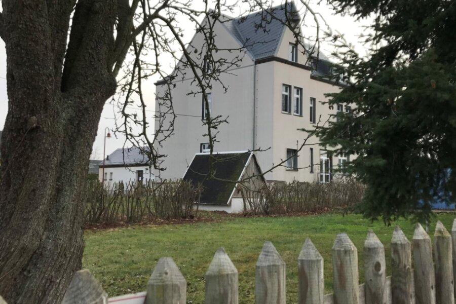 Das Bürgerhaus in Schönbrunn soll einen Anbau erhalten, wünschen sich Einwohner. Drei Gemeinderäte aus dem Ort haben dazu ein Konzept erstellt und einen Antrag an die Gemeindeverwaltung gestellt.