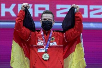 Max Lang jubelt über seinen ersten EM-Titel bei den Männern.