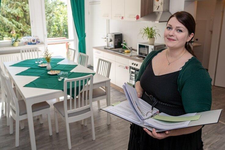 Katharina Leest, Seniorenmanagerin der Stadt Rodewisch in der Servicestelle und zugleich Musterwohnung an der Straße der Jugend 79.