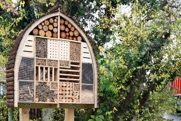 Das neue Insektenhotel an der Dr.-Külz-Straße in Meerane.