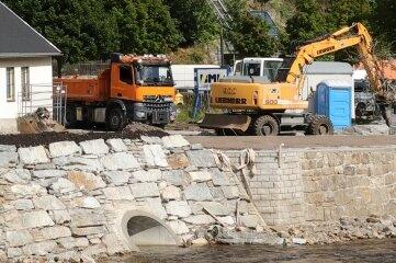 Eine aus Natursteinen schräg verlaufende Stützmauer gibt dem Wasser künftig mehr Raum.