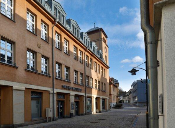 Das Neue Rathaus an der Badegasse in Lichtenstein: Die Stadt möchte bis spätestens 2021 aus den roten Zahlen heraus sein.