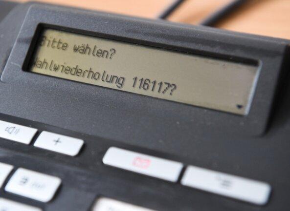 Wer die kostenfreie Rufnummer 116117 der Ärzte-Hotline anruft, muss mitunter viel Geduld haben, bevor er jemanden am Hörer hat.