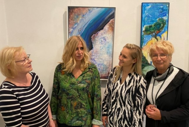 """Sie haben sich zufällig in einem Kurs kennengelernt, nun sind die vier Frauen als Künstlergruppe """"viertel"""" unterwegs: Ute Hebenstreit, Angelika Schäfer, Melanie Lengowski und Margitta Hempel (v. l.)."""