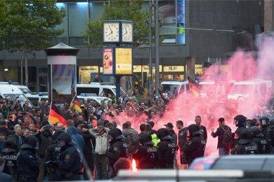"""Chemnitz am 27. August 2018: Nur wenige Stunden nach einer Kundgebung der extrem rechten Gruppierung Pro Chemnitz (Foto) kam es zu einem Angriff auf das jüdische Restaurant """"Schalom""""."""