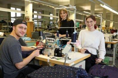 Julian Leichsenring und Angelina Vorratz (rechts) sind die neuen Azubis von Sara Linke. Für die Berufsschule gehen sie ans BSZ Plauen.