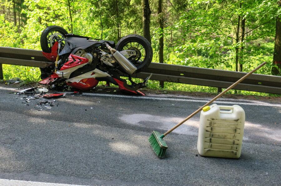 65-jähriger Motorradfahrer bei Unfall auf der B 283 schwer verletzt