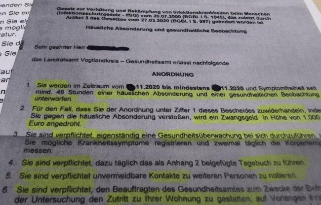 Anordnungen wie diese versendet das Gesundheitsamt des Vogtlandkreises an Covid-19-Erkrankte. Die mehrseitigen Schreiben sind scharf formuliert, das Blatt mit den Verhaltensregeln in einem freundlicheren Ton.