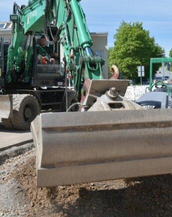 Am Ortseingang von Oederan wird eine Querungshilfe für Fußgänger gebaut und der Asphalt der B 173 ausgebessert.
