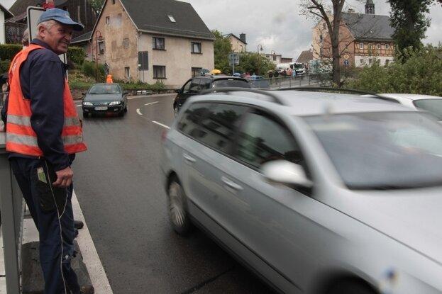 Auf der Flöhatalstraße rollt der Verkehr wieder ungehindert.