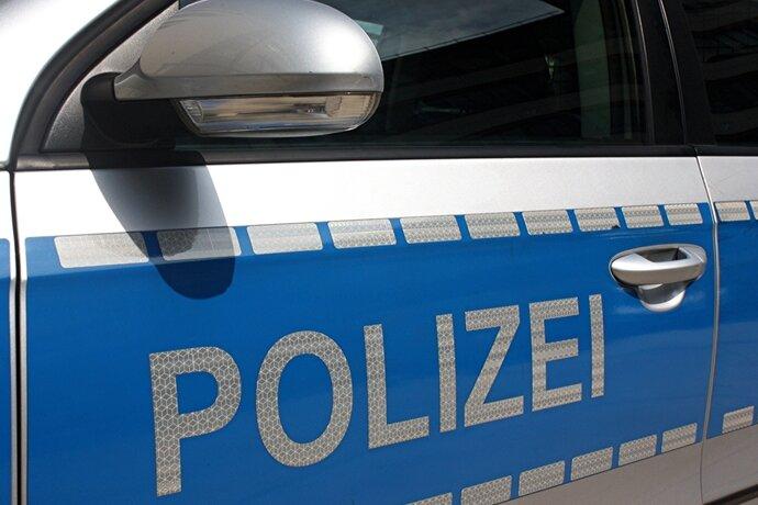 Plauen: Angreifer schlägt mit Schaufel zu