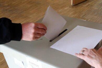 Zwei Kandidaten wollen Mülsens Bürgermeister Hendric Freund (parteilos) beerben.