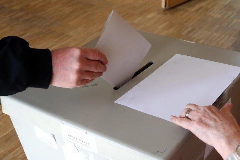 Wegen der Corona-Pandemie werden in Sachsen Bürgermeisterwahlen in den Herbst verschoben.
