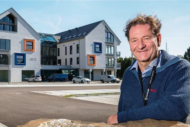 Jörg Sternkopf hat derzeit alle Hände voll zu tun. Der Geschäftsführer der neuen Poliklinik in der Bergstadt koordiniert nicht nur die abschließenden Arbeiten in dem 15 Millionen Euro teuren Neubau. Zu seinen Aufgaben gehört auch, weitere Ärzte für das MVZ zu finden.