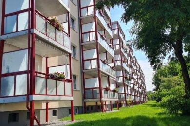 In der Richard-Wagner-Straße 2-14 in Frankenberg hat die AWG diese Balkone errichten lassen.