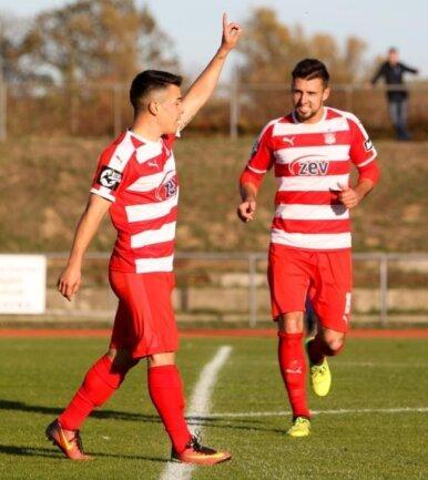 Manolo Rodas (l.) traf im Sachsenpokal gegen den FC Eilenburg.