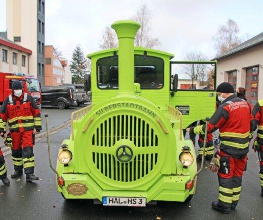 Die Aktiven der Freiberger Feuerwehr haben die Silberstadtbahn genau unter die Lupe genommen. Eine Vorsorge, um im Falle eines Noteinsatzes richtig reagieren zu können.