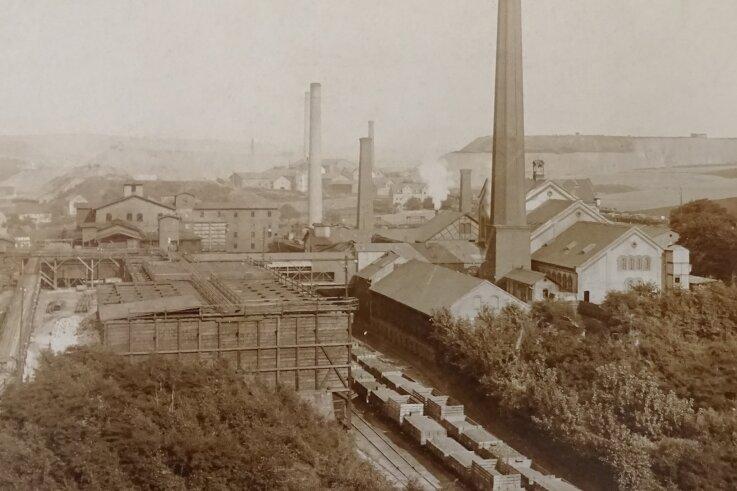 Der Wilhelmschacht I um das Jahr 1905: Vorn befinden sich die Kohlenaufbereitung und der Eisenbahnanschluss.