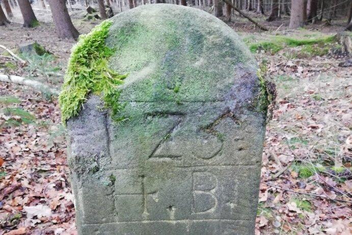 Wahrscheinlich markierte dieser Stein bei Oederan die Grenze zwischen zwei Forsten.