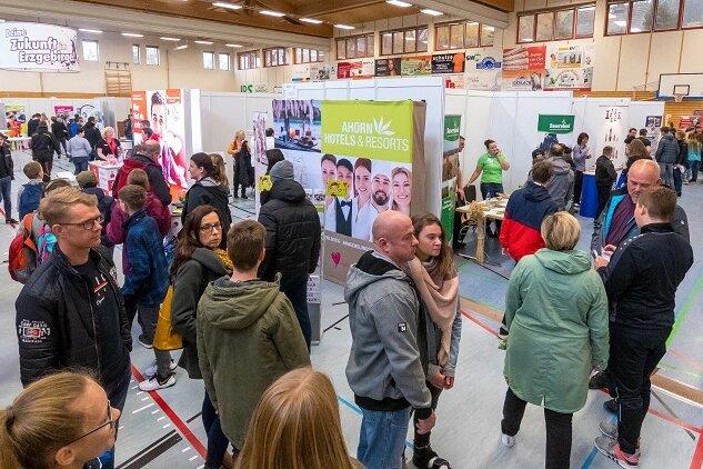 90 Aussteller präsentierten sich am Samstag auf der Ausbildungsmesse in Marienberg.