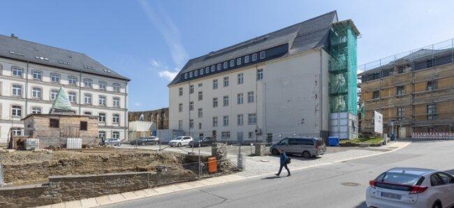Auf dem Platz vor dem ehemaligen Amtsgericht sollte der Neubau entstehen. Die Kreisstadt will die Entscheidung auch juristisch prüfen lassen.
