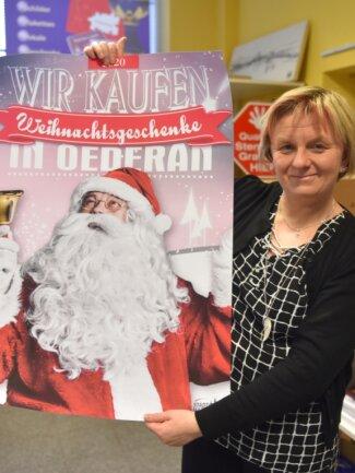Claudia Stowasser gehört zur Händlerinitiative, die den Aktionstag am zweiten Advent in Oederan vorbereitet hat.
