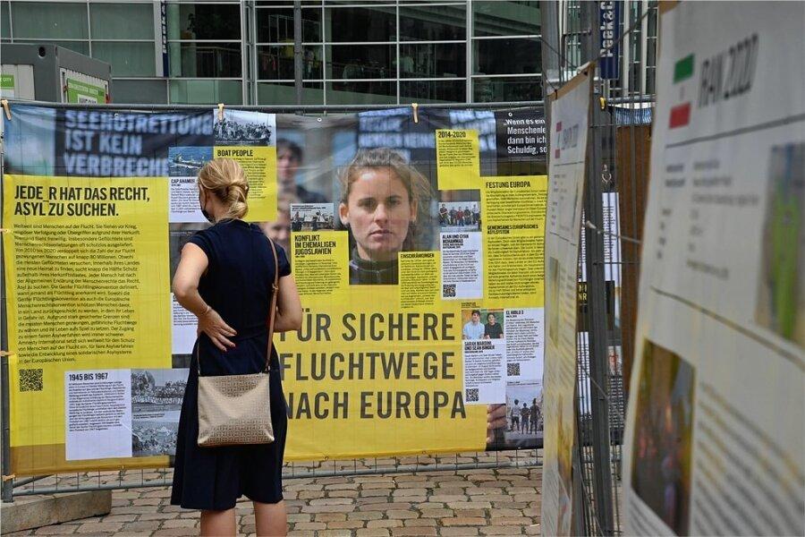 Auf dem Neumarkt konnten sich Besucher und Passanten über die Lage Geflüchteter am Weltflüchtlingstag informieren.