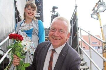 """Andreas Schwinger mit Silberstadtkönigin Julia I. bei """"Rock am Otto""""."""