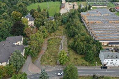 In Silberstraße ist zwischen dem Wohnheim für Menschen mit Behinderung (links) und der Kammgarnspinnerei (rechts) der Bau eines Batteriespeicherwerkes geplant.