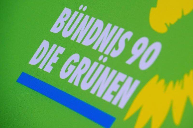 """Zwickau: Grünenfeindliche Plakate der Neonazipartei """"Der dritte Weg"""" müssen wieder ab"""