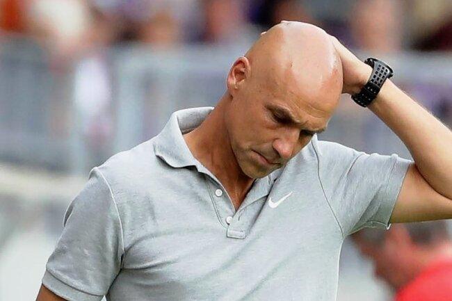 FCE-Trainer Daniel Meyer spürt den Gegenwind, der ihm nach der 1:3-Niederlage gegen in Unterzahl spielende Mainzer entgegenweht.
