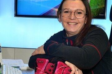 Katja Kaufmann in ihrem Reisebüro in Frankenberg. Die Wanderschuhe zieht sie wieder regelmäßig an.
