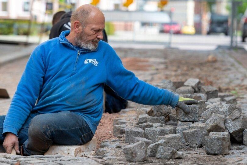 Stein für Stein für neues Pflaster am Schulberg