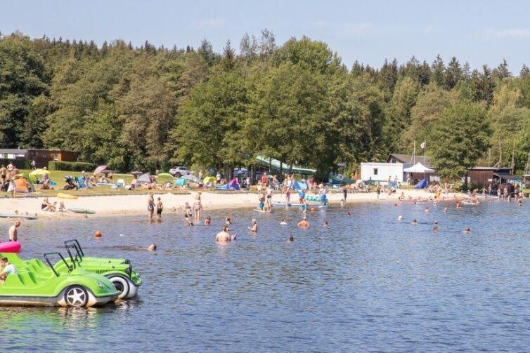 Der Greifenbachstauweiher ist in diesem Jahr ein besonders beliebtes Ziel für Urlauber und Ausflügler. Auch der Kammweg ist hoch frequentiert und die Unterkünfte entlang der Strecke sind stark nachgefragt.