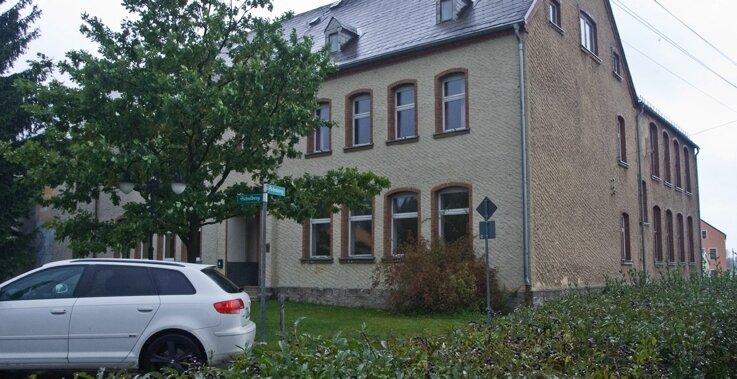 """<p class=""""artikelinhalt"""">Momentan ist das alte Schulgebäude leer, die Kindergartensteppkes sind während des Baus in Stützengrün untergebracht. </p>"""