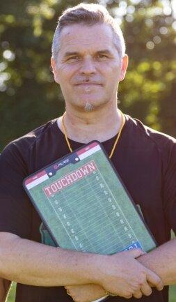 Cheftrainer Jörn Hebestreit will mit den Erzgebirge Miners die Sportart American Football in der Region bekannt machen. Bereits nächstes Jahr soll wettkampfmäßig eingestiegen werden.