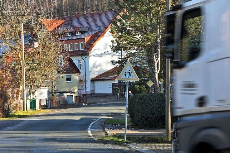 Die Ernst-Schneller-Straße ist stellenweise eng und unübersichtlich. Anwohner wünschen sich vor allem für Kinder mehr Sicherheit.