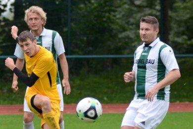 Tim Müller (links) erzielte am vergangenen Wochenende beim 5:0 gegen Grünbach-Falkenstein zwei Treffer für den VfB Schöneck.