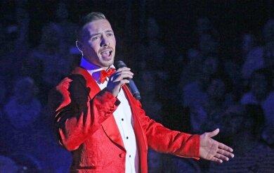 DSDS-Gewinner Ramon Roselly ist den Westsachsen als singender Moderator des Zwickauer Weihnachtszirkusses bekannt.