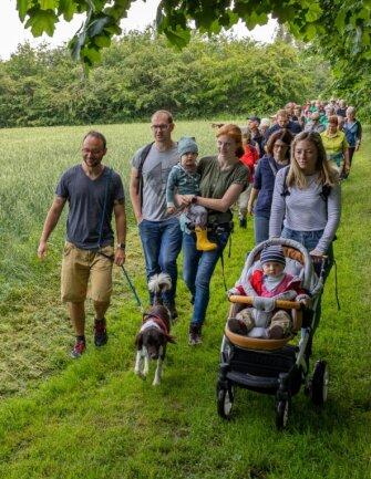 Sechs, zwölf, 19 oder 28 Kilometer: Für Wanderfreunde aus ganz Sachsen boten sich am Samstag vier verschiedene Touren rund um Grünbach an.