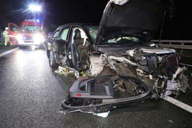 Nach Polizeiangaben kam ein Audi im Bereich der Anschlussstelle Siebenlehn am Samstagabend von der Fahrbahn ab und kollidierte mit der rechten Leitplanke.