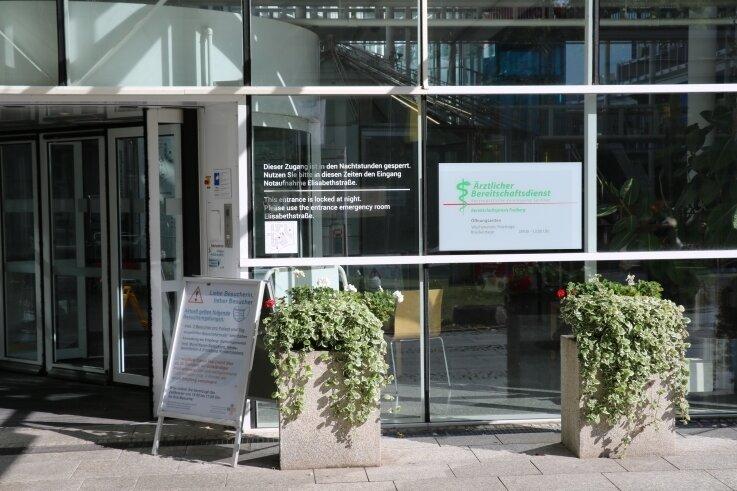Die neue allgemeinärztliche Bereitschaftspraxis am Kreiskrankenhaus Freiberg ist über den Haupteingang zu erreichen.