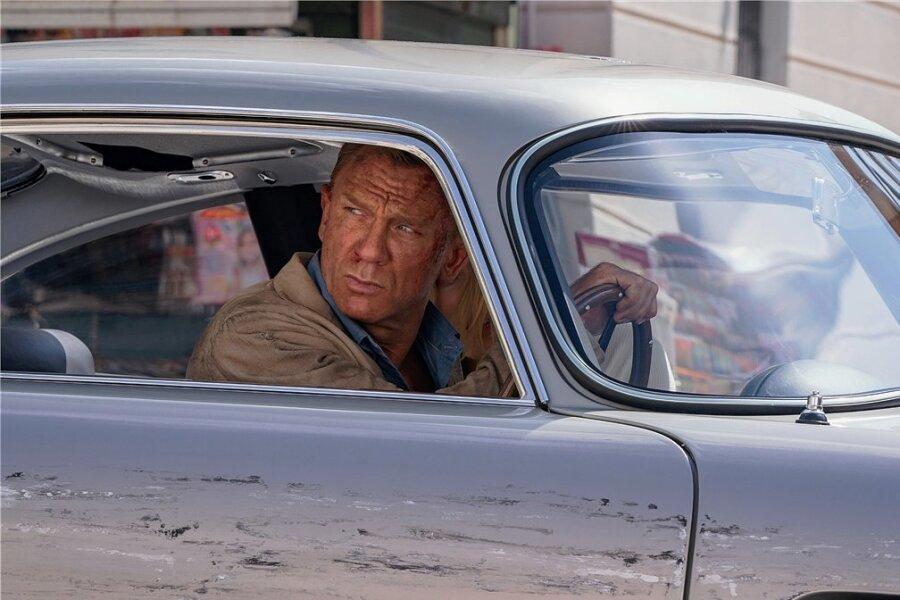 """Daniel Craig als James Bond in einer Szene des Films """"James Bond 007 - Keine Zeit zu sterben""""."""